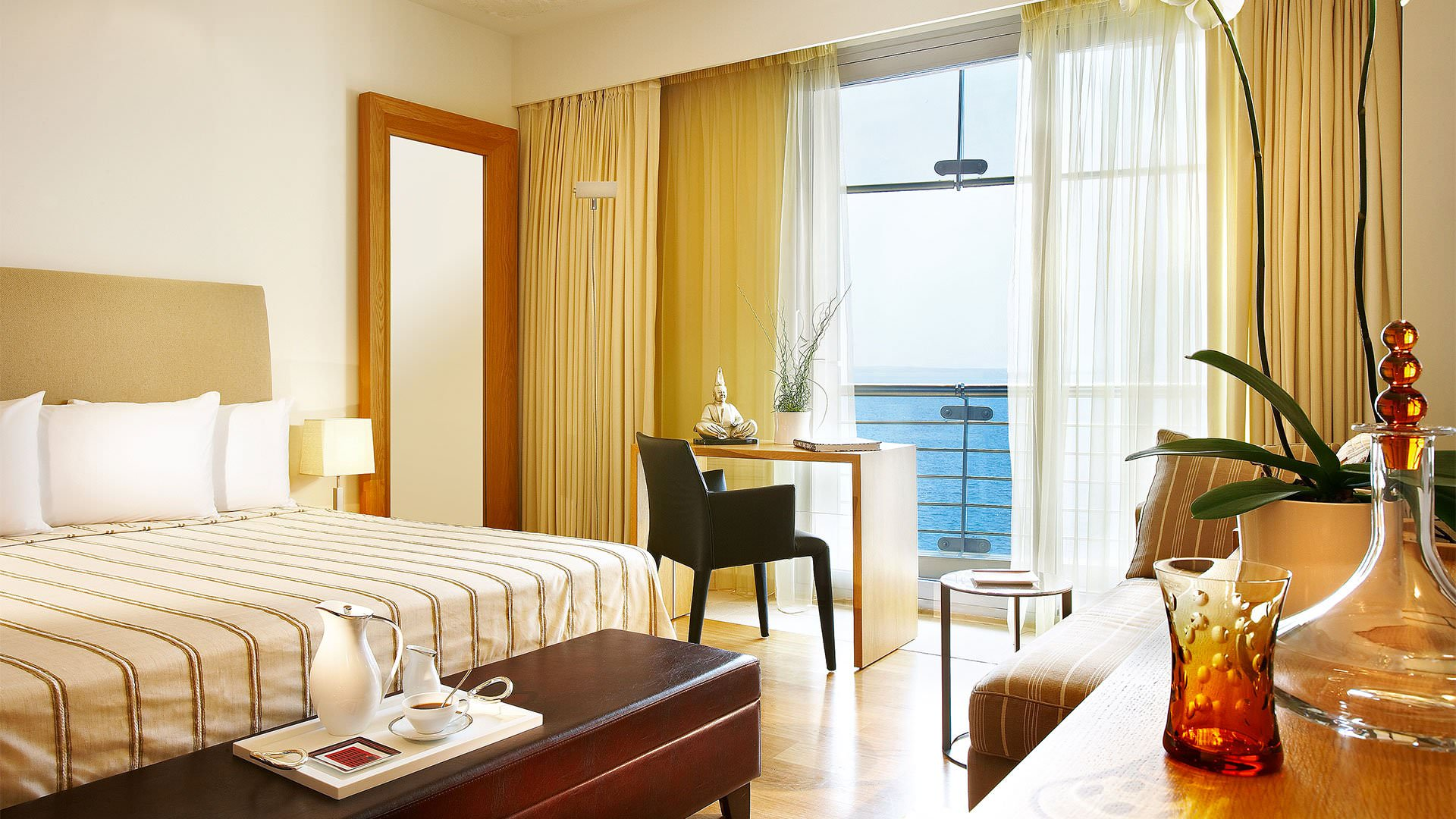 dll room executive seaview  lowres